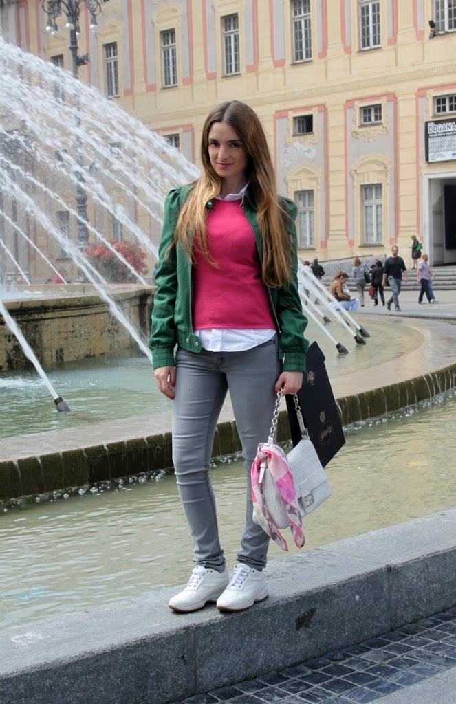 neon blogger