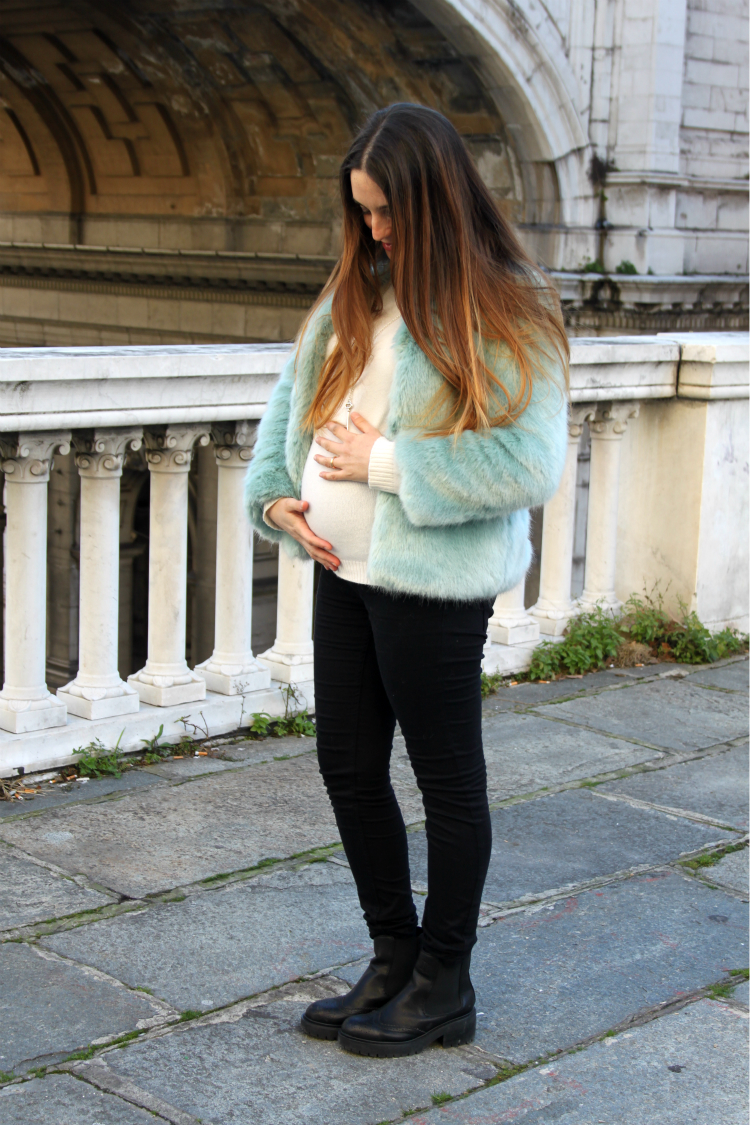 pregnant outfit 1